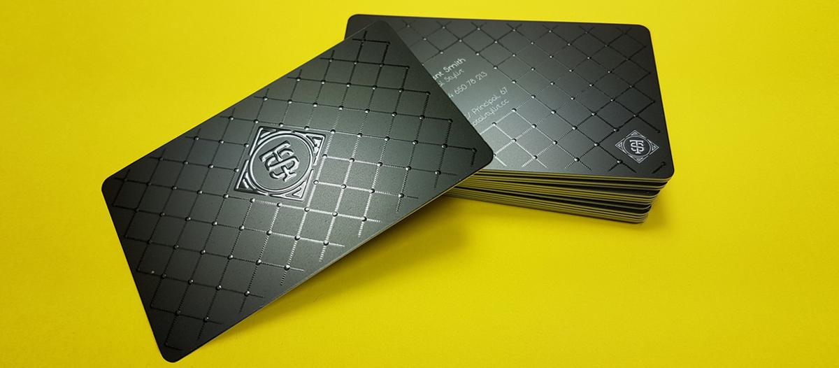 Barniz digital 3D aplicado en tarjeta de visita de PVC
