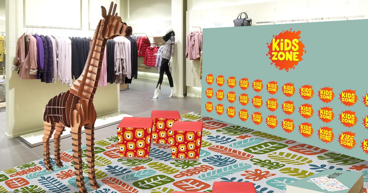 crear espacios personalizados para un público determinado como esta sala de juegos dentro de una tienda infantil