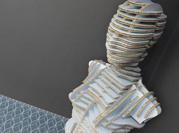 Figura femenina en carton nido de abeja - gran formato - Truyol Digital - impresion digital de gran formato